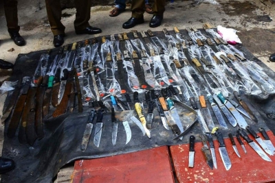 Police Recover 46 Swords, Knives And A Pistol From A Well Near Maligawatte Jumma Mosque: Suspicious Items Wrapped In Fertiliser Bag