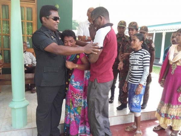 Colonel Rathnapriya Receives Emotional Farewell From Former LTTE Combatants and Villagers