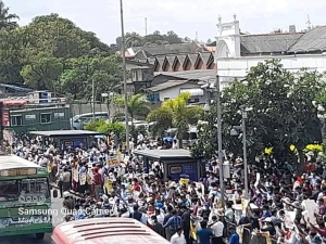 Teachers Gather In Large Numbers At Fort Railway Station Demanding Immediate Solutions To Their Grievances