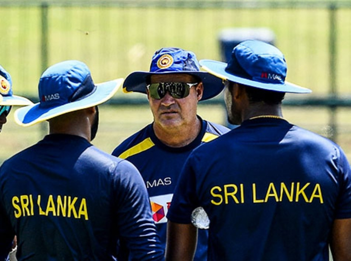 "Head Coach Mickey Arthur Defends Sri Lankan Players Over Alleged Sex Scandal: Says Such Incidents ""Impossible"" In Bio-secure Bubble"