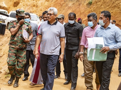 President visits Lankagama, orders completion of Neluwa-Lankagama road