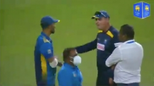 [VIDEO] Intense Exchange Between Dasun Shanaka And Mickey Arthur Goes Viral After Sri Lanka's Disappointing Defeat